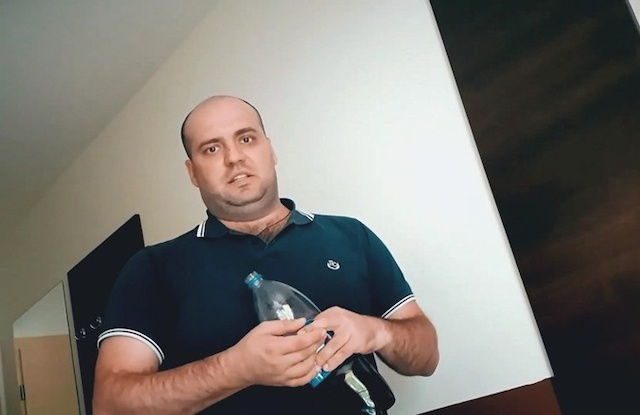 Жертвы садиста-блогера из Бердичева: Откажешься сырую курицу схавать или сесть на огурец - начнет избивать