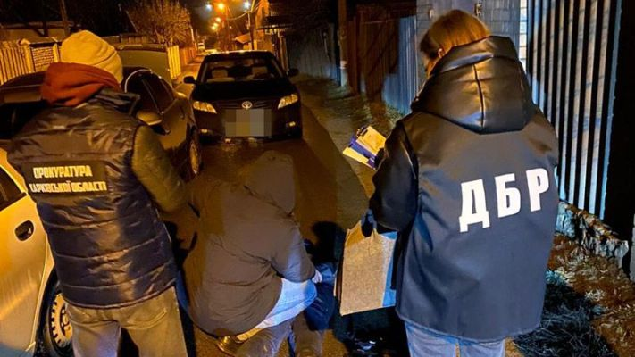 Після проведених обшуків влада змушена допомагати правоохоронцям грошима