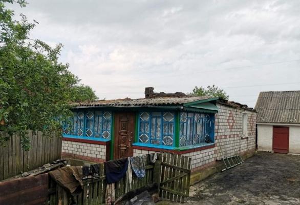У селі Житомирської області від удару блискавки загорівся будинок