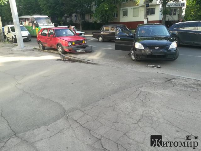 У Житомирі ДТП на перехресті вулиць Покровська та Грушевського