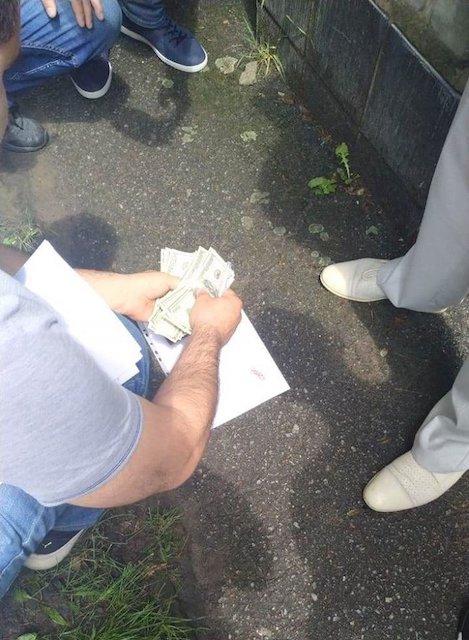 В Житомире при получении 750 долл. взятки задержан судебный распорядитель, - прокуратура. ФОТО