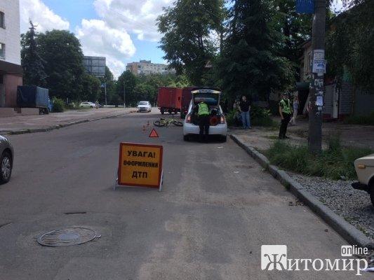 Прикра аварія на вулиці Короленка у Житомирі. ФОТО