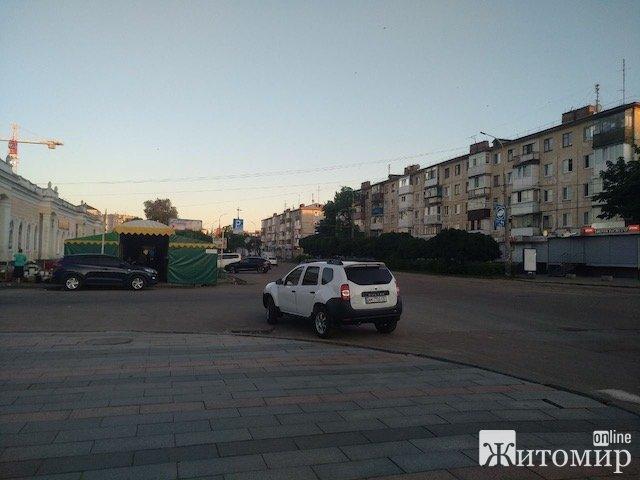 Чому не всіх порушників парковки у Житомирі забирає евакуатор?