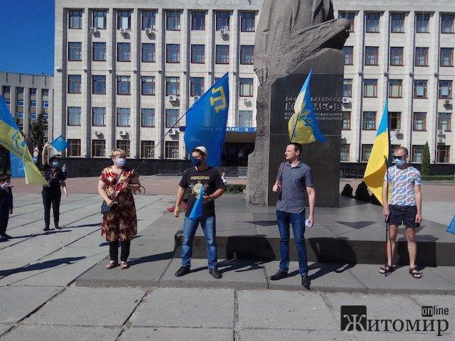 У Житомирі відбувся автопробіг присвячений Дню кримськотатарського прапора. ФОТО