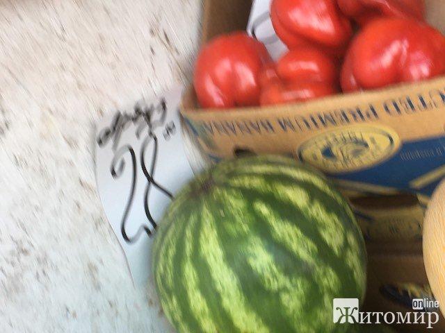 На Житньому ринку у Житомирі вже з'явилися перші кавуни. ФОТО