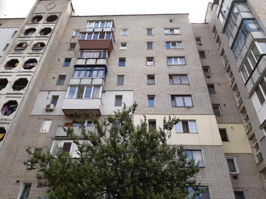 Девочка, выпавшая из окна 9-го этажа, умерла в реанимации Малинской райбольницы