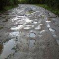 Неподалік Житомира люди не можуть проїхати з одного села до іншого - дорога схожа на пральну дошку. ВІДЕО