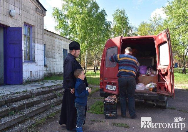 Жителям погорілих сіл на Житомирщині досі приходить гуманітарна допомога. ФОТО