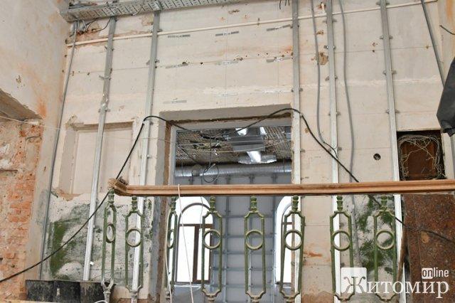 У Житомирі голова облради подивився, як просувається реконструкція магістрату. ФОТО