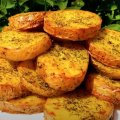 Запечена картопля з часником і кропом — простий і дуже смачний іспанський рецепт