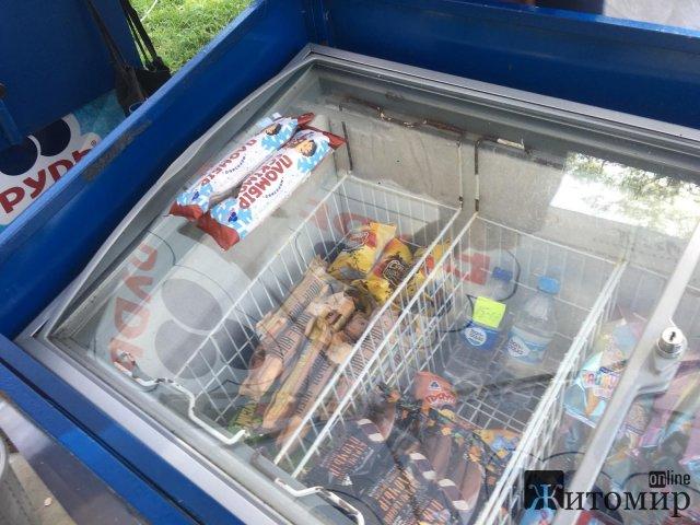Сьогодні, у перший по-справжньому жаркий літній день, житомиряни кинулись по морозиво. ФОТО
