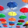 На Михайлівській повісили 189 нових різнокольорових парасольок