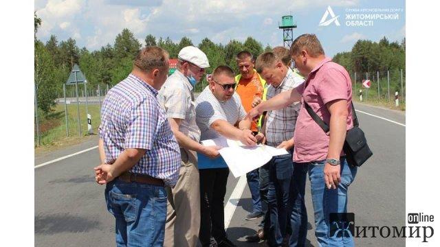 Поблизу кордону з Білоруссю в Житомирській області дорожники роздумували над кожним кроком будівництва мосту. ФОТО