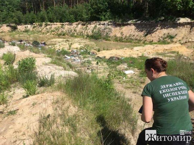 У Житомирі біля кладовища незаконно видобували пісок. ФОТО
