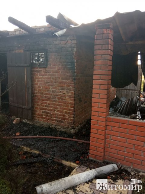 У селі Житомирської області горіла господарча будівля. ФОТО