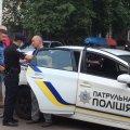 Як у Житомирі затримували водія, який ледь не збив дитину на пішоходному переході. ФОТО. ВІДЕО