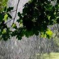 В Україні сильний вітер, зливи та град: оголошено штормове попередження