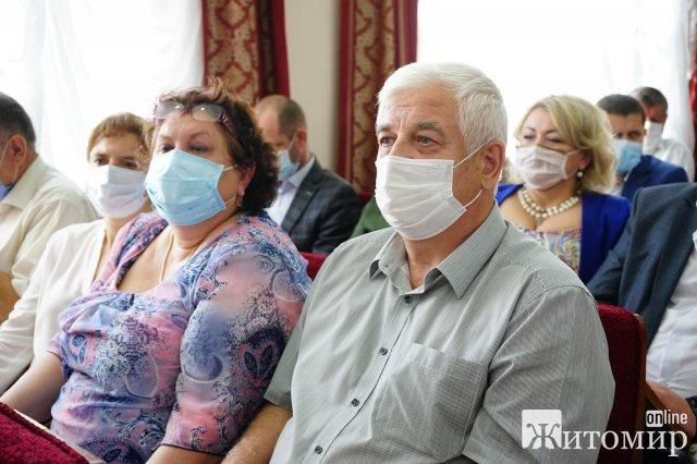 Штрафувати не можна помилувати: не всі депутати на сесії Житомирської облради дотримуються маскового режиму. ФОТО
