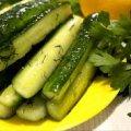 Швидкий рецепт огірків у власному соку. Через 15 хвилин вже можна їсти