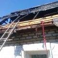 У місті Житомирської області через сильні пориви вітру вогонь ледь не спопелив будинок. ФОТО