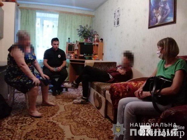 """У Бердичеві поліцейські """"ловили"""" дівчат, що курили та """"відкачували"""" п'яного 14-річного хлопця. ФОТО"""