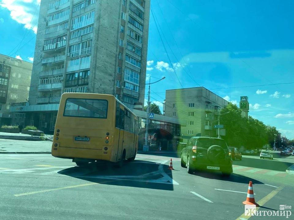 ДТП на площі Перемоги. ФОТО