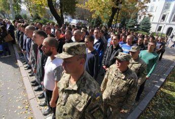 Не успел поступить в ВУЗ – служи: выпускников школ забирают в армию, несмотря на обещания правительс ...