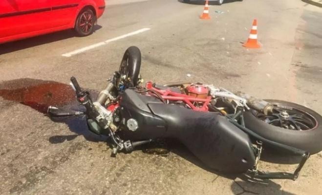 У Радомишлі мотоцикліст загинув після зіткнення з електроопорою