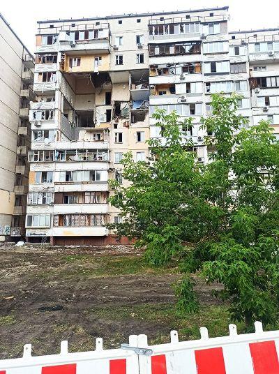 Как выглядит злополучный дом на Позняках спустя две недели после смертельного взрыва