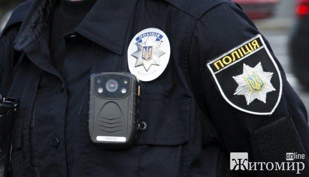 У Житомирі вночі поліція жорстко заспокоїла агресивних підлітків. ВІДЕО
