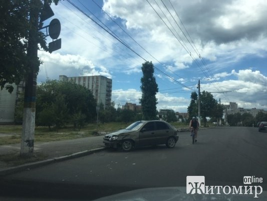 ДТП на вулиці Леха Качинського в Житомирі. ФОТО
