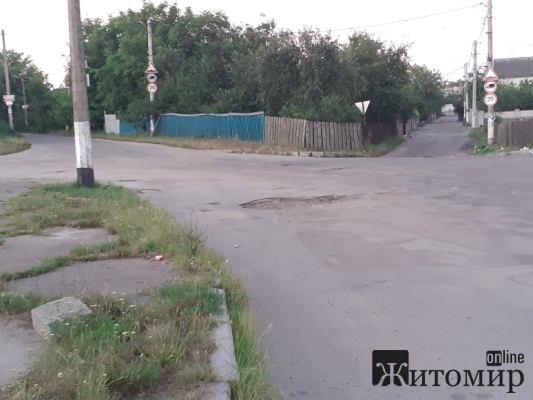 Після трагічного випадку на Селецькій, все-таки з'явилися три нові дорожні знаки. ФОТО
