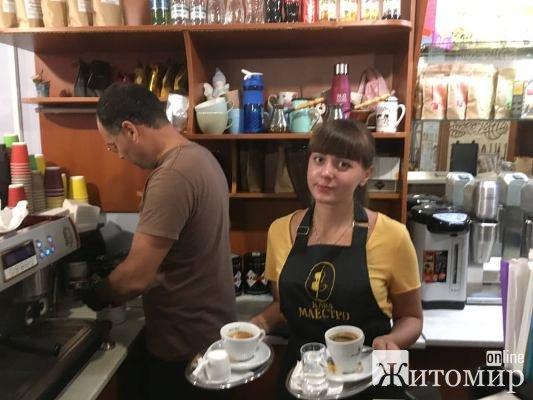 Дві ранкові кави та два десерти в Будинку кави у Житомирі. ФОТО