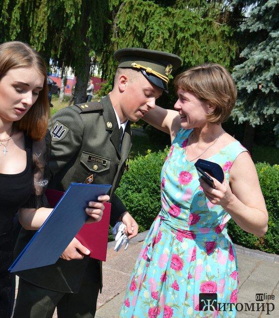 """У Житомирському військовому інституті відбувся випуск у """"закритому"""" режимі. ФОТО"""