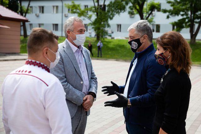 Якість світового рівня: українські лікарі розповіли про ІФА-тести, які привіз Фонд Порошенка