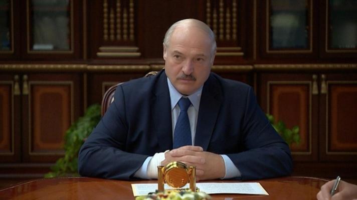 СМИ заподозрили, что руку Лукашенко перебинтовали из-за катетера