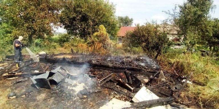Поки чоловік чистив криницю, його будинок згорів вщент