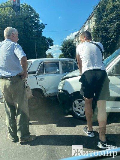 ДТП в Житомирі на розі вулиць Київської та Князів Острозьких. ФОТО