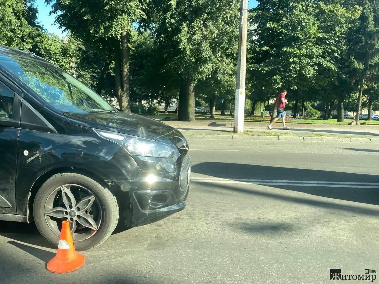 ДТП в Житомирі на розі вулиць Перемоги та Грушевського. ФОТО