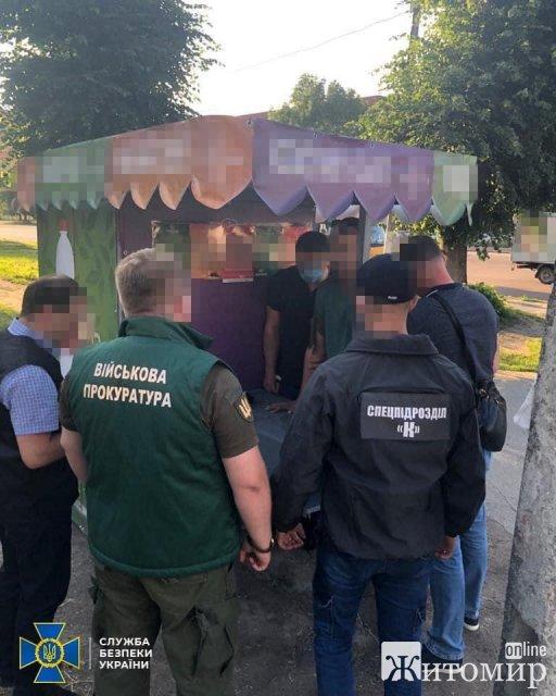 У СБУ розповіли про затримання на хабарі в Житомирі командира взводу військової частини. ФОТО