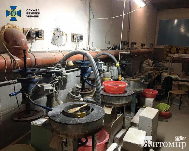 СБУ повернула державі нелегально видобутий бурштин на понад 12 млн грн, який знайшли у Житомирській області. ФОТО