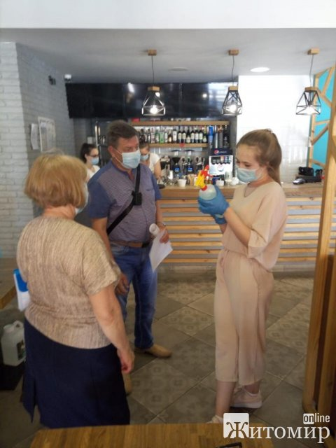За тиждень у Житомирській області спеціалісти перевірили понад тисячу об'єктів на дотримання правил карантину. ФОТО