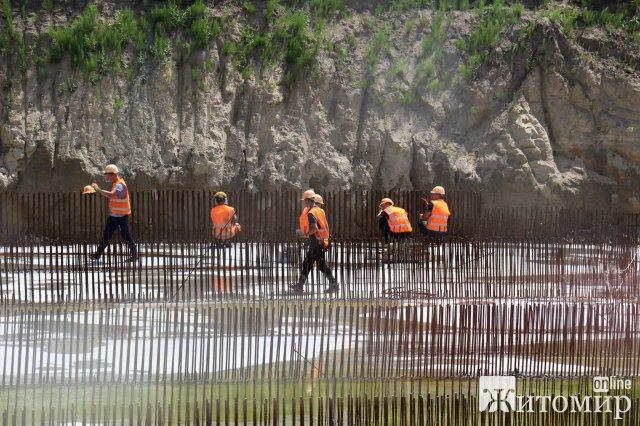 Журналістам показали, як в Житомирі за кошти Світового банку водоканал здійснює модернізацію очисних споруд каналізації. ФОТО