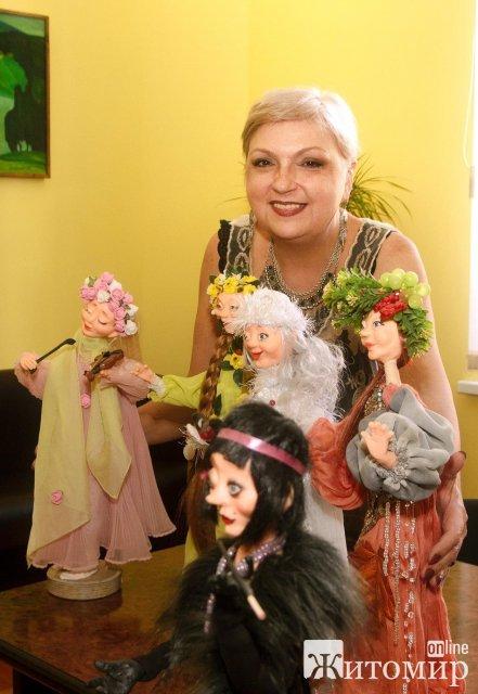 """Житомирський краєзнавчий музей став """"домом"""" для декількох ляльок з полімерної глини. ФОТО"""