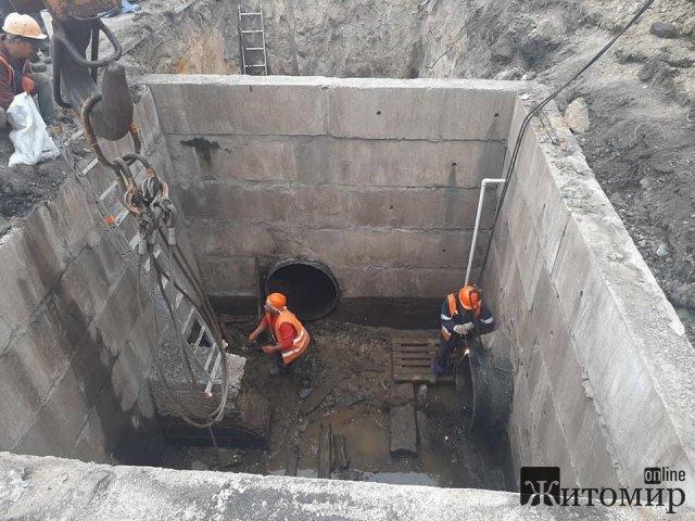 Житомир без води, а водоканал демонструє ремонт засувок. ФОТО