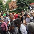 Біля поліклініки на Лесі Українки в Житомирі черга у понад сотню осіб. ФОТО