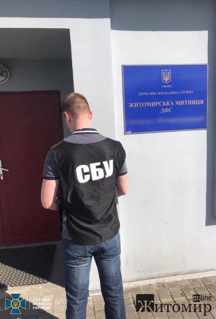 СБУ у Житомирі задокументувала на митниці корупційну схему імпорту автомобілів. ФОТО