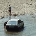 На пляжі в житомирському гідропарку вже миють автомобілі. ВІДЕО