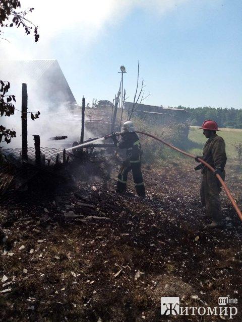 На Житомирщині горів житловий сектор. ФОТО
