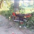 Хлопчина на мотоциклі з пасажиром вилетів у кювет та врізався у дерево: двоє у лікарні